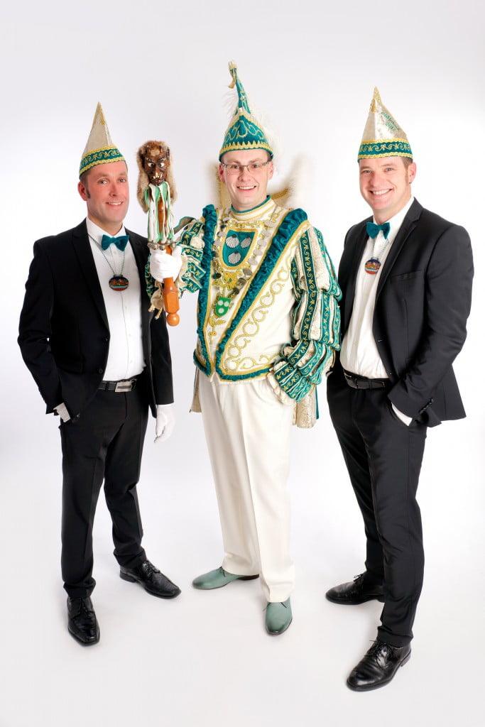 """Stadtprinz """"Bene I."""" mit seinen Adjutanten Holger Sergel (l.) und Tobias Weitenberg (r.)"""